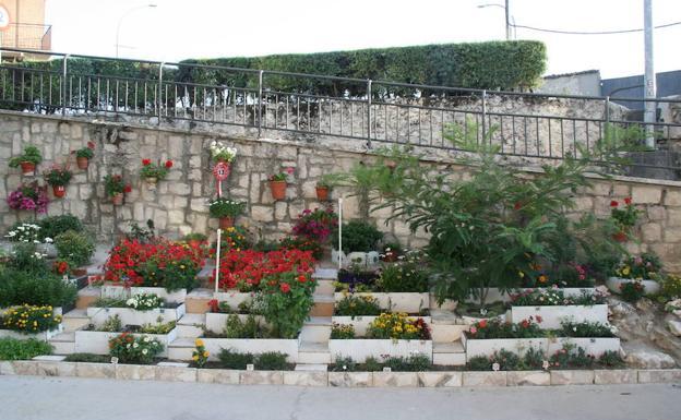 Un jard n a pie de calle ganador del concurso de fachadas for Calle el jardin