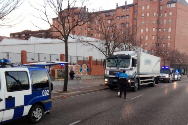 La polic a local abre diligencias a un camionero por - Policia nacional algeciras ...