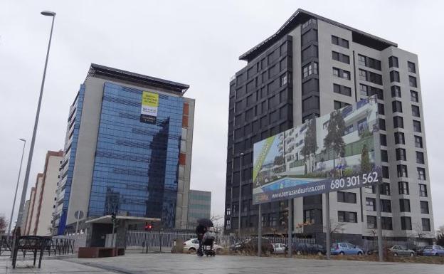 Una inmobiliaria pone en venta una torre de oficinas de for Pisos obra nueva valladolid