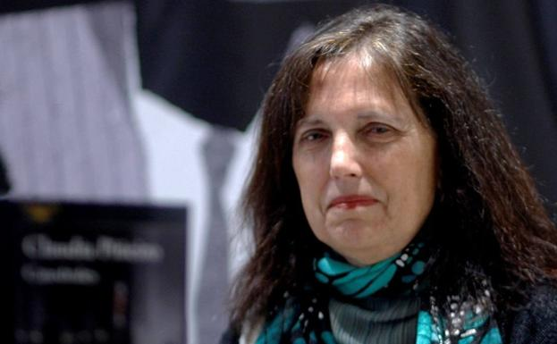 Claudia Piñeiro acaba de ganar el Premio Dashiell Hammett de la Semana Negra de Gijón. /JUAN GONZÁLEZ / EFE
