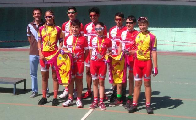 Ciclistas del club arroyano.