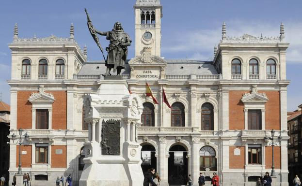Estatua del conde Ansúrez en la Plaza Mayor de Valladolid. /Jessica Carrillo
