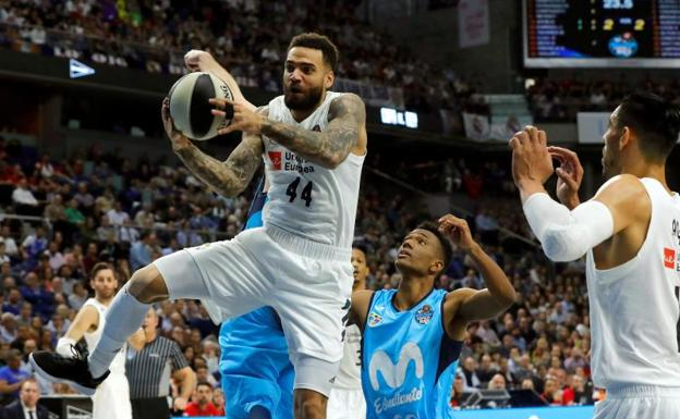 Jeffery Taylor (i), en una acción del Real Madrid-Estudiantes./EFE