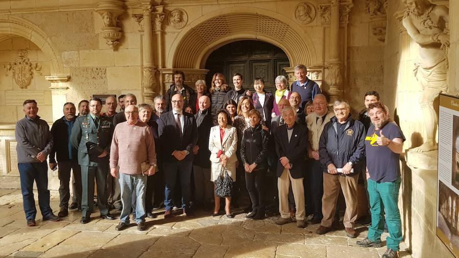 Fotografía de familia en el Monasterio San Zoilo de Carrión de los Condes. /El Norte