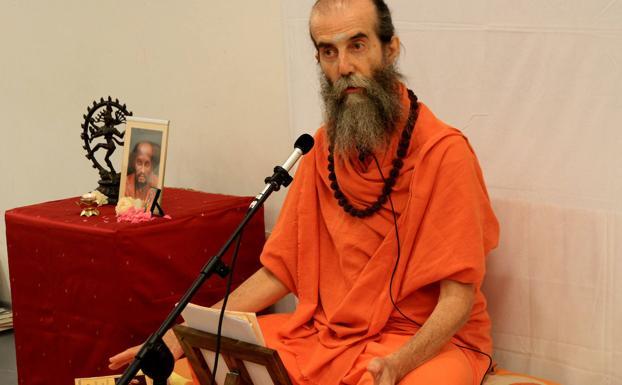 Swami Satyananda, durante el seminario que ofreció este sábado en Palacio Quintanar./Antonio Tanarro