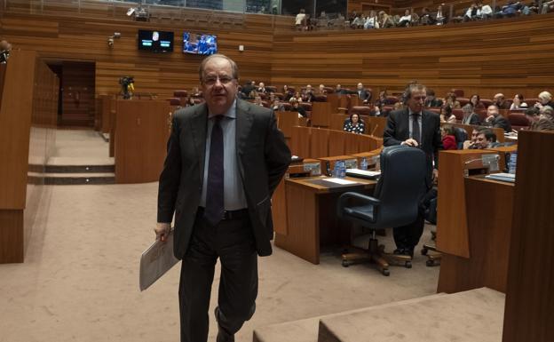 Juan Vicente Herrera, en uno de los últimos plenos como presidente de la Junta de Castilla y León./G. Villamil