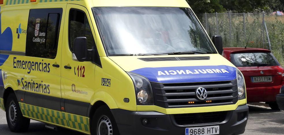 Un herido al arder un coche implicado en...
