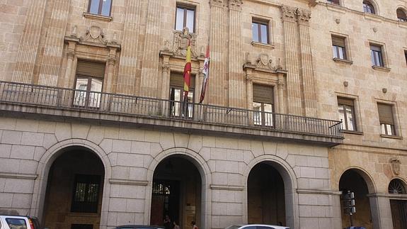Fachada de la Audiencia Provincial de Salamanca, en la Gran Vía./
