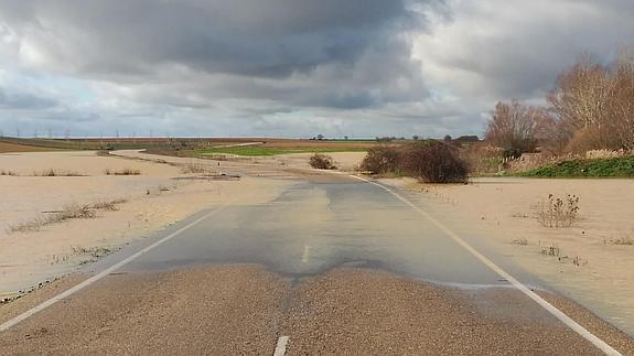 El Desbordamiento Del Sequillo Corta La Carretera En Villanueva De